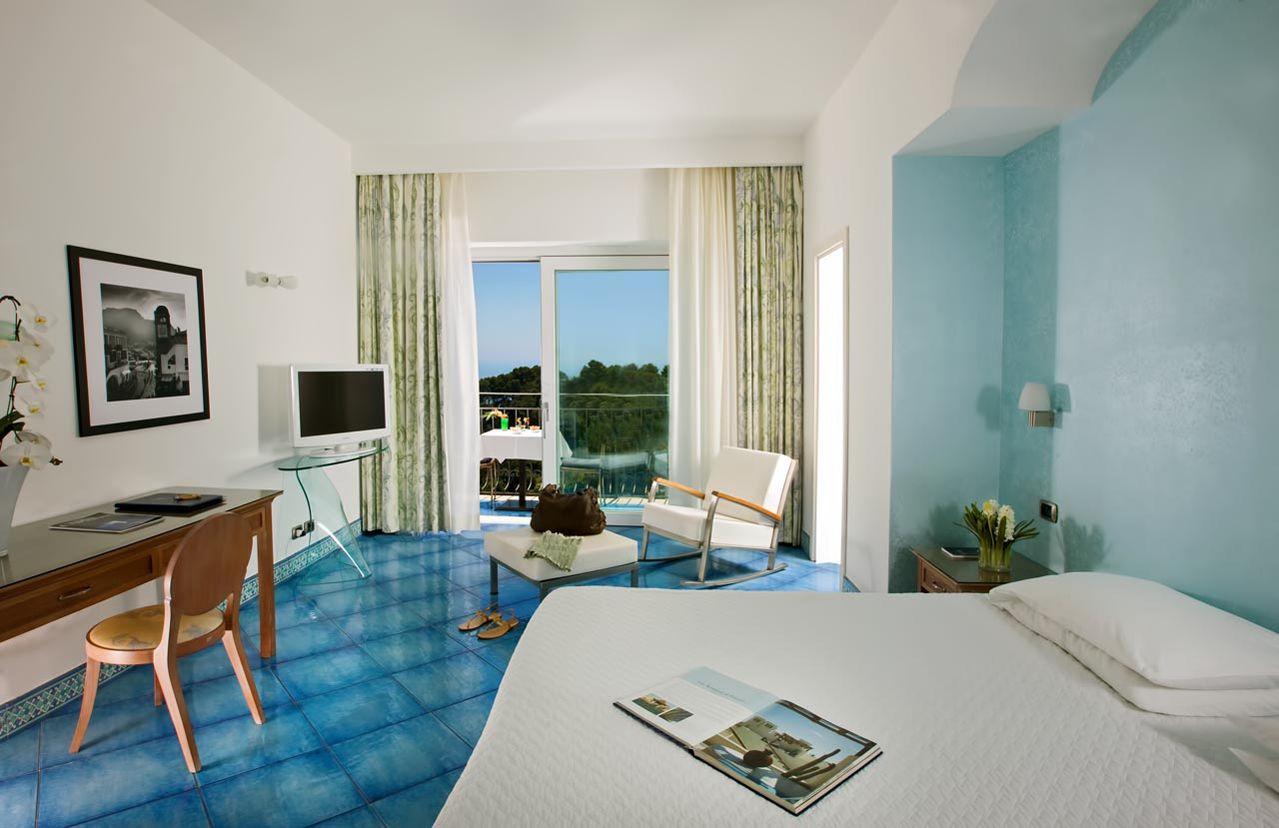 0_hotel_lafloridiana_capri_deluxe_topfloor_vista_mare