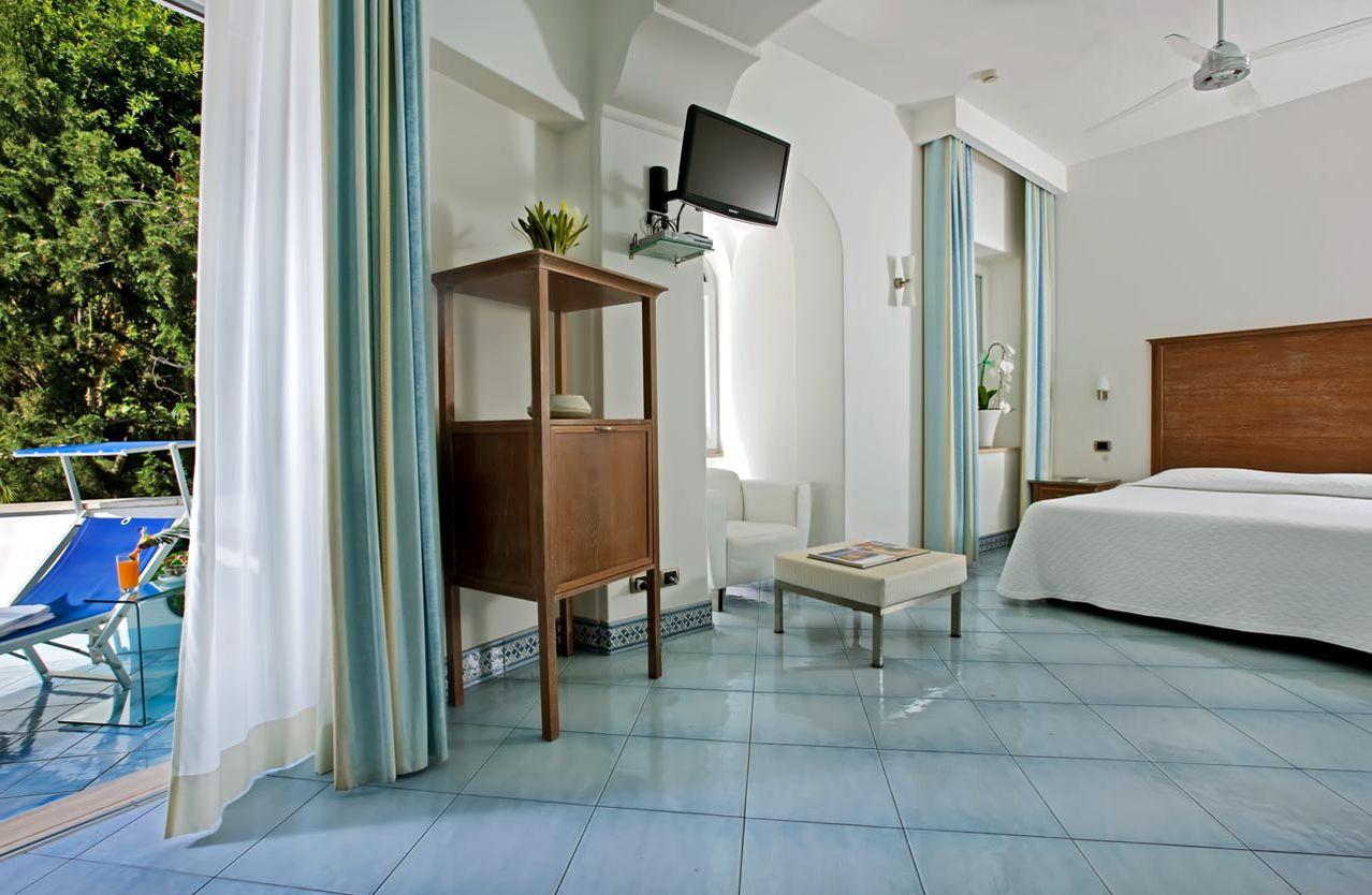 1_hotel_lafloridiana_capri_deluxe_garden