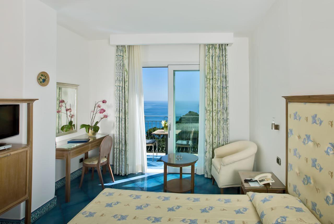 1_hotel_lafloridiana_capri_deluxe_topfloor_vista_mare