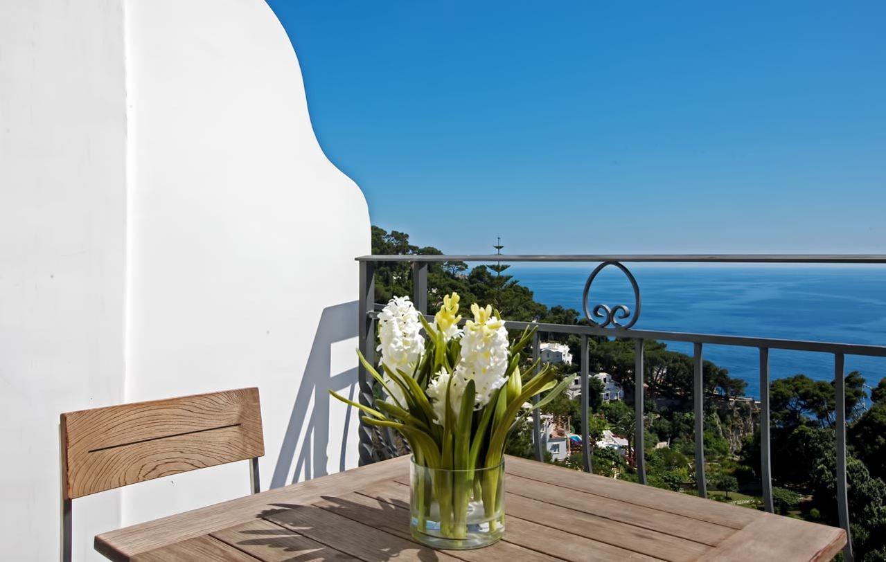 2_hotel_lafloridiana_capri_deluxe_topfloor_vista_mare