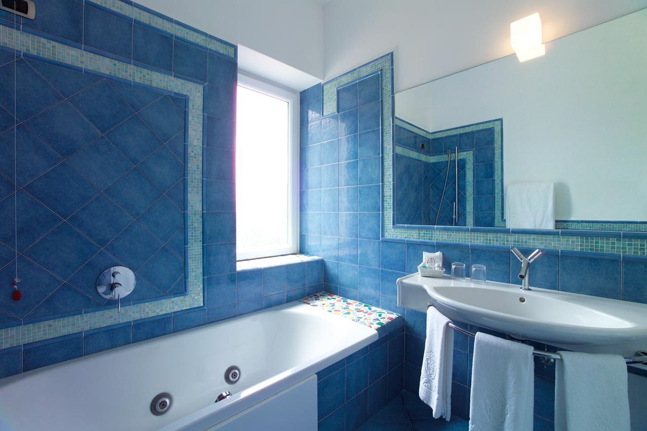 6_hotel_lafloridiana_capri_deluxe_topfloor_vista_mare